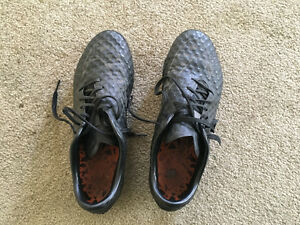 Hypervenom Black Cleats size 7 boys