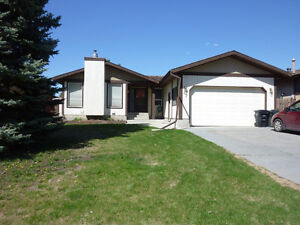 Charming Bungalow in Millgrove - OPEN HOUSE MAY 20!!