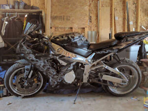 Yamaha YZF R1. Easy winter project.