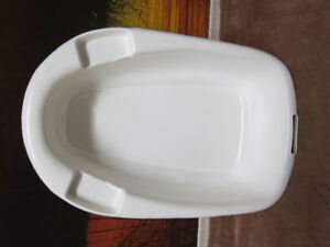 Baby Bathtub with soap holders