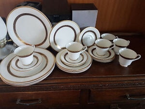 Royal Doulton fine bone China dinnerware pattern Harlow