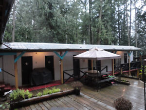 5 Rooms for rent in a Summer Camp Atmosphere - Galiano Island BC