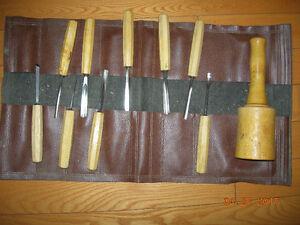 Ensemble de couteaux pour sculpter.