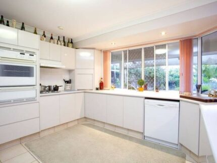 BE QUICK! rarely available massive fully furnished granny-flat