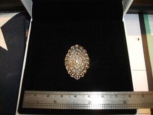 Ladies 10kt cluster style ring. .75ct