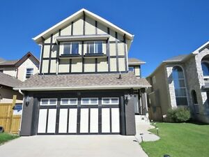 IMMACULATE 3 BED + 2.5 BATH HOUSE IN SHERWOOD- A MUST SEE