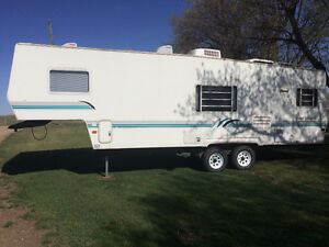 1998 Four Winds 27' Fifth Wheel Holiday Trailer
