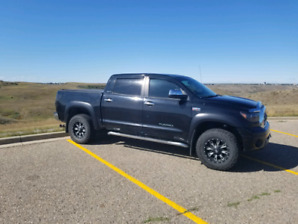 2008 Toyota Tundra crewmax limited low kms