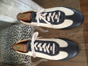 Women's size 9 Taryn Rose like new