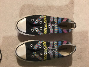Size 8 ladies converse shoes