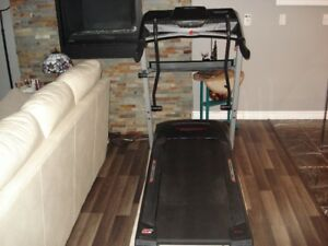 EXCELLENT CONDITION  PRO FORM TREADMILL