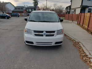 2009 dodge caravan SE with stow and go seats!