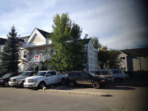 BEAUTIFUL QUIET END UNIT CLOSE TO AMENITIES  - STRATHMORE AB