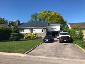 Main floor of Bungalow for Rent near Square One