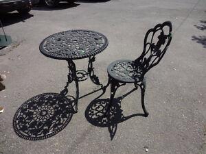 Sort # : 771 - Chaise et table de terrasse