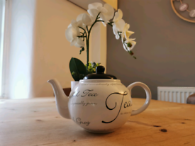Teapot, Calligraphy style classic design. (used)