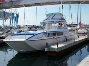 Your Cottage on the Water - this Chris Craft 31 ft Motoryacht
