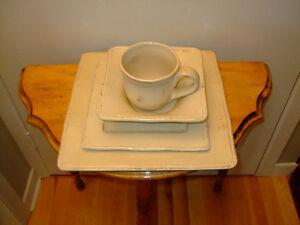 Ensemble de couverts 32 morceaux /  Table dinnerware 32 pieces