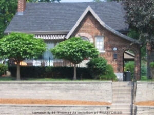 """Fanshawe Students - """"All Incl"""" BedroomAvail Close to Downtown"""