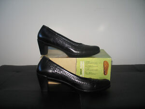 Women's NAOT shoes: Black  (size 10.5)