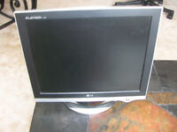 """17"""" LG Flat Computer Screen in Excellent Condition"""