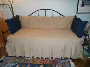 Trundle Bed - sofa by day/bed by night