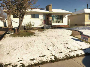 Renovated Bungalow in Rosslyn NorthWest Edmonton -Only 2nd owner