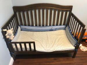 Crib, excellent condition. Lake Echo, must go
