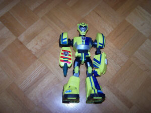 "STREET PATROL"" 2007 Bumblebee 11"" Power Bot Talking Lights Trans"