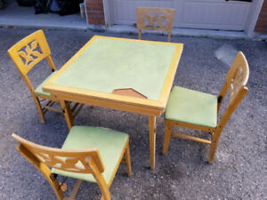 Vintage Hourd expandable card table and 4 chairs