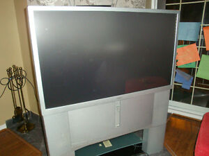 "SONY 46"" WIDE SCREEN TV (GRATUIT/FREE)"