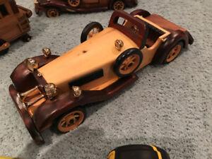 Modèl en bois de voitures antiques