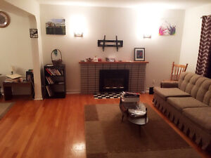 Female roommate only - steps from mun