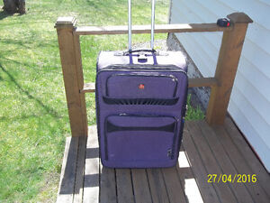 One (1-pc.) Large Luggage/Suitcase (Swiss Gear)