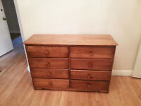 2 commodes et table de chevet / 2 dressers and bedside table