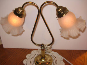 CLASSIC TWIN SWAN-NECK Table Lamp w. 2 Glass Shades 416-483-1730