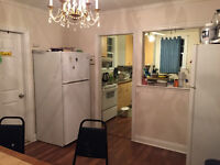 8 min to Queen 3 bright rooms with walkin closet May 1