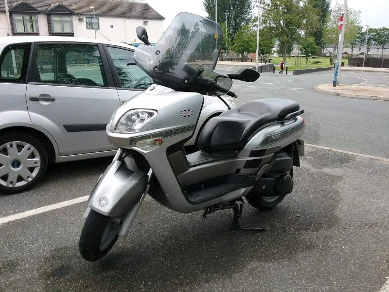 Yamaha vp 300cc scooter 04 reg  | in Runcorn, Cheshire | Gumtree
