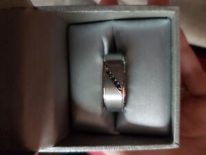 Dashing Brand New Men's Wedding Band