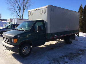 2004 Ford E-450 Super Duty Cube 16 pieds Tailgate camion cube