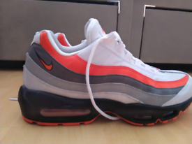 huge selection of c2cf7 f835f Nike Air Max 95 essential trainer
