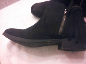Black boots for tween-girls - Size 3 - Great Condition