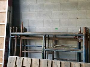 Échafauds 8 sections 2 madrier aluminium et bois et travers