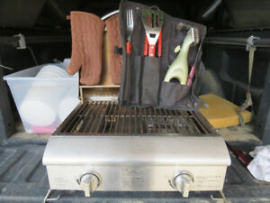 SUITCASE TAILGATE BARBECUE..with legs  no bottle.