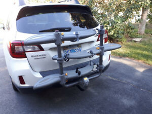 "Saris ""Thelma"" 3-bike hitch mount rack."