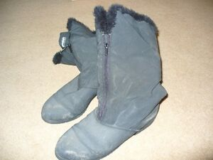 Women's Black Winter Boots – size 10