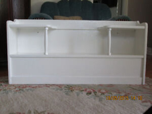 HEADBOARD/BOOKCASE FOR SINGLE BED