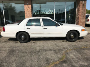 2011 FORD CROWN VICTORIA ***CERTIFIED***