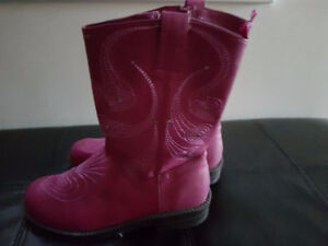 Girls boots  - new  Size / 4