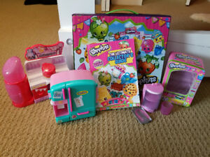 123 shopkins with play sets, collectors guids, and a  brief case
